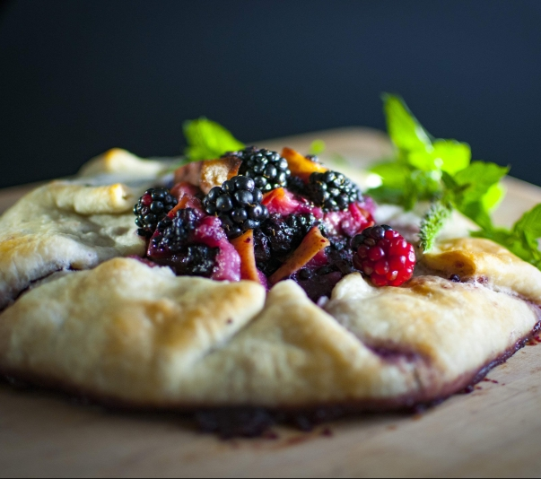 seabiscuit-baking-blackberries-raspberries-wallpaper